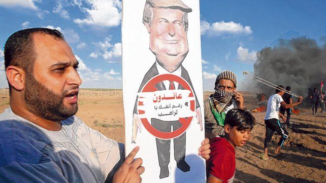 Bronca. Protesta contra Trump en la zona de frontera de Gaza con Israel.