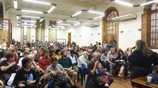 Asamblea. Los docentes estaban comenzando la sexta semana consectuva  de  paro en las facultades y colegios preuniversitarios de la ciudad