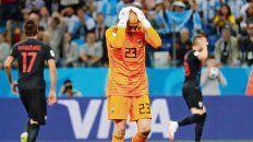 Se agarra la cabeza. Caballero sufre el gol, tras un error suyo, contra Croacia.
