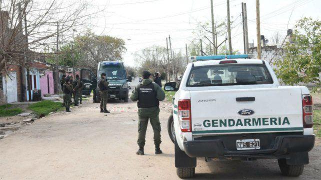 Efectivos de Gendarmería en el lugar del tiroteo.