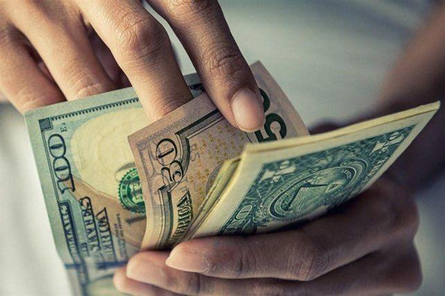 El dólar volvió a bajar, pero a costa de una tasa de interés de más del 70%
