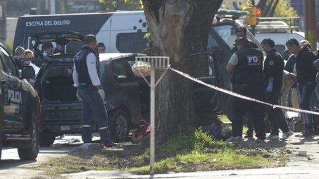 El final. El VW Up se estrelló al ser embestido por una patrulla policial.