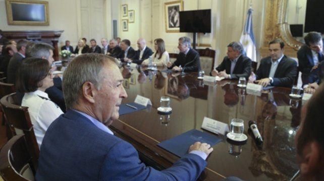 Casi todos en la mesa. Macri reunión en Casa de Gobierno a una  veintena de gobernadores. Lifschitz