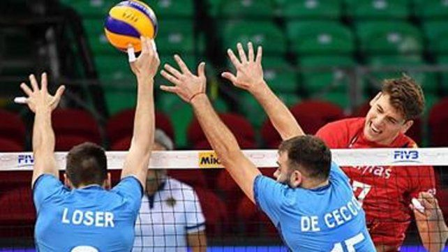 Bloqueo. Argentina perdió 3-1 contra Bélgica en su primer partido del Grupo A.