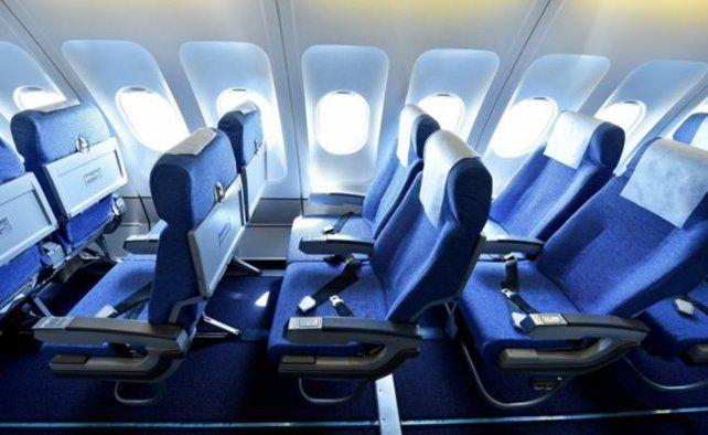 La curiosa razón por la que las butacas de los aviones suelen ser azules