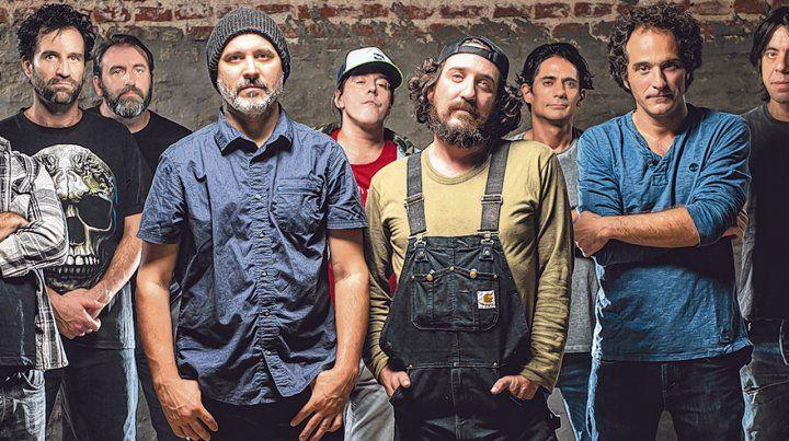 La banda uruguaya. Con Cebolla Cebreiro y el Enano Sebastián Teysera (centro) a la cabeza
