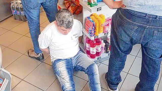 En el súper. Avejera fue apresado mientras hacía compras en Córdoba.