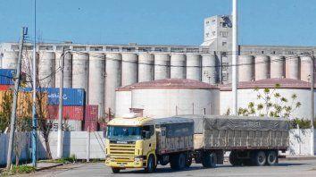 Silos conflictivos. En la zona sur, los vecinos vienen denunciando la contaminación ambiental de cerealeras.