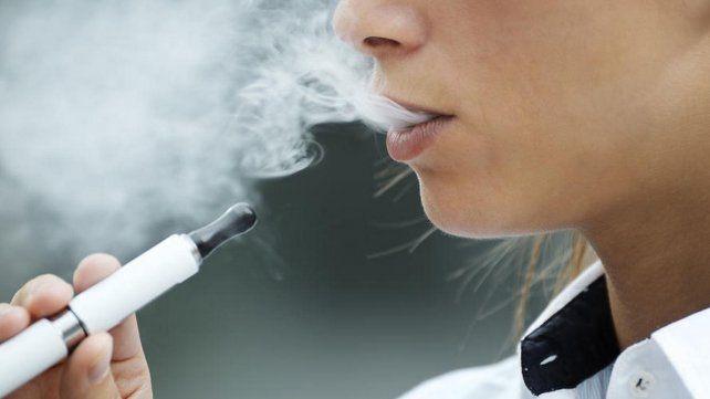 Afirman que los cigarrillos electrónicos se convirtieron en una epidemia en adolescentes