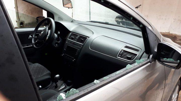 La bala rompió el cristal del acompañante e ingresó por el ojo de la mujer. (Foto: @jufarusf).