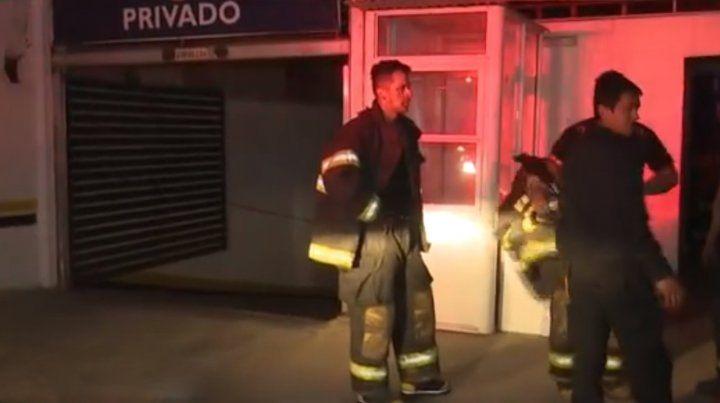 Un incendio en una cochera céntrica generó pánico en la zona