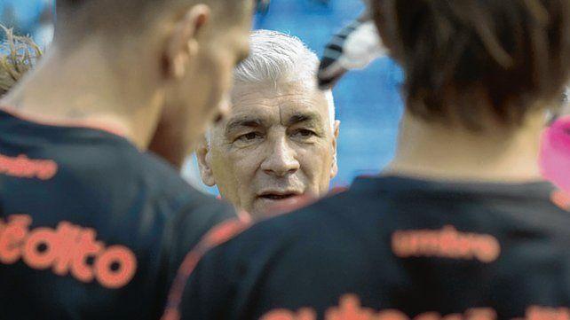 Urgencia. El entrenador leproso puso el foco en la búsqueda del equilibrio del equipo.
