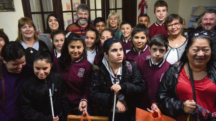 Las alumnas y alumnos de la Técnica 650 y del Centro de Rehabilitación para personas ciegas y con baja visión.