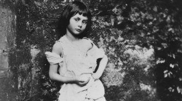 La niña Alice Liddell fotografiada por Lewis Carroll.