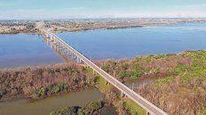 Lazos. Menos de diez kilómetros separan a Colón de Paysandú y se tarda unos 15 minutos gracias al puente José Gervasio Artigas, el gigante de patas largas.