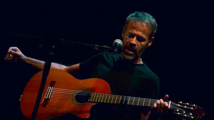 Gabo Ferro canta hoy en Plataforma Lavardén