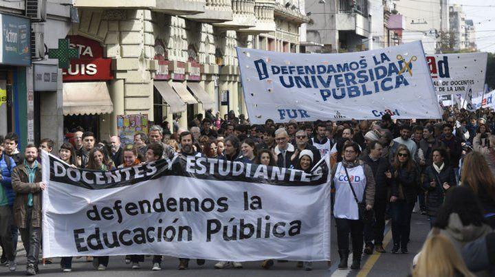 Las marchas de los profesores universitarios tuvieron el acompañamiento de sectores del alumnado.