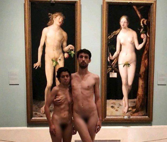 La pareja se desnudó frente a los cuadros de Durero. (Foto: Instagram)