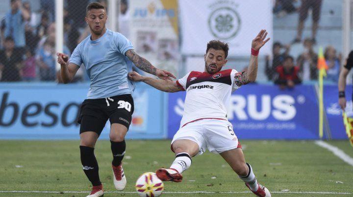 Hernán Bernardello corta un ataque de Belgrano.