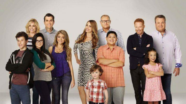 Ensamblados. Ed ONeill y Sofía Vergara (arriba a la izquierda) encabezan el elenco de la ficción de ABC.