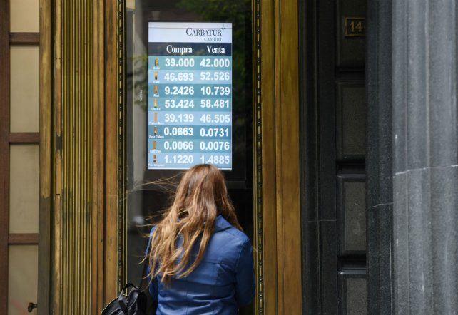 Día a día. Los argentinos siguen preocupados por la cotización del dólar.