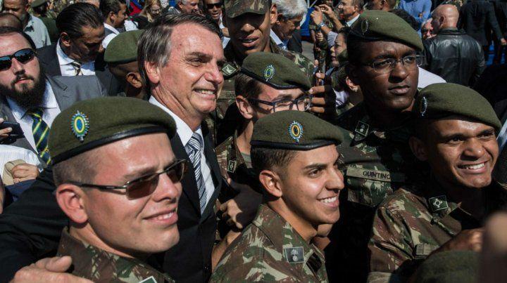 El ex capitán del Ejército Jair Bolsonaro lidera los sondeos para la primera vuelta