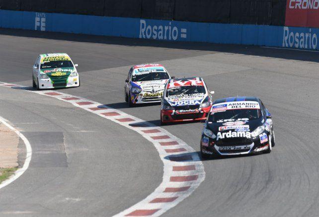 Nico Posco lidera el pelotón con el Kinetic. El piloto del Ale Bucci Racing largará hoy la final en punta.