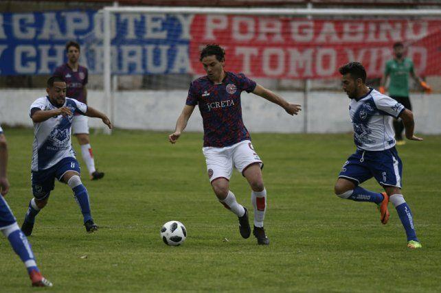 Goleador. Cereseto volvió a marcar para Córdoba. Ante Cañuelas anotó de cabeza.