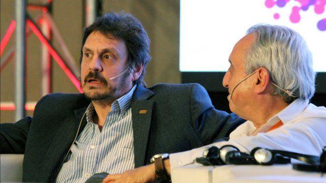 El historiador Felipe Pigna junto a Pedro Cahn, de la Fundación Huésped, en la apertura del simposio.