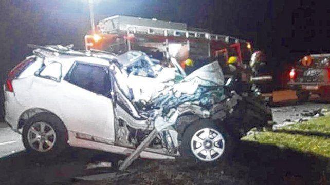 La Volvo XC60 de De la Sota superó la velocidad del camión y se incrustó en la parte trasera.