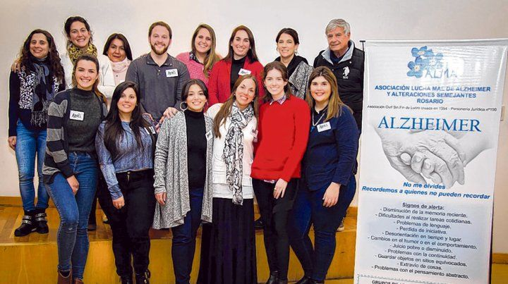 Brindan apoyo a cuidadores de personas con Alzheimer