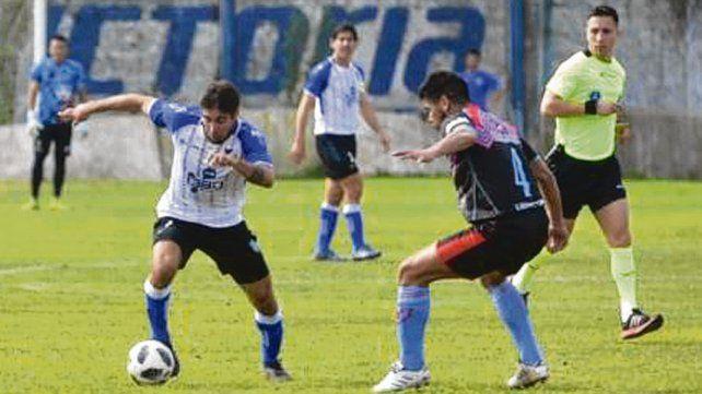 No pudo. López Nofri inicia el ataque de los albos. Argentino volvió a perder de local.