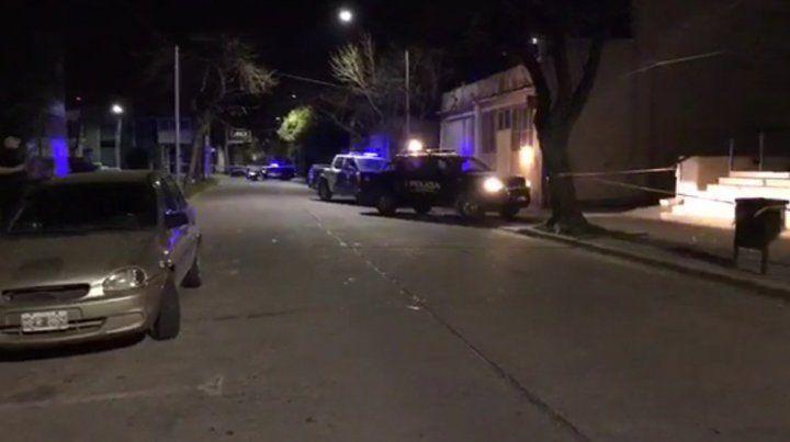 Dos desconocidos que circulaban en moto efectuaron varios disparos contra el edificio de Tribunales. (Foto: gentileza SL24)