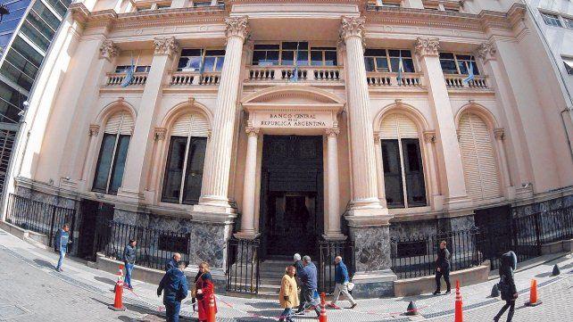 acción. El Banco Central vendió ayer u$s 300 millones para contener la suba de la divisa norteamericana.
