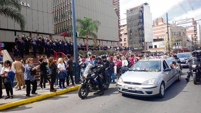 El féretro del dirigente del PJ fue acompañado por una numerosa caravana.