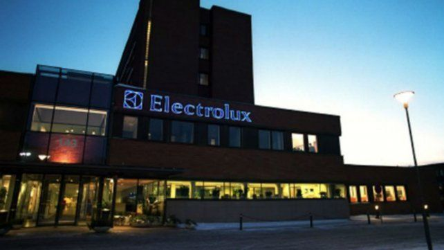 Electrolux frena la producción por la caída del consumo.