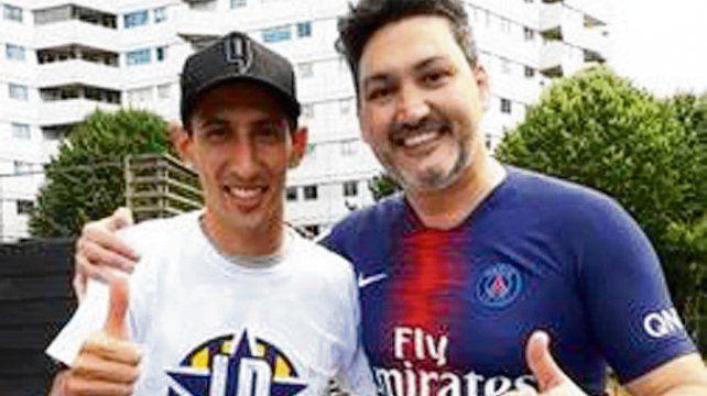 Canallas. Angel Di María y Cristian Pombo sonríen tras el cambio de camisetas.