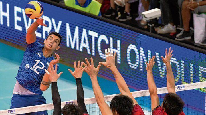 Avanza. Argentina logró ante Japón los dos juegos que necesitaba para clasificar.