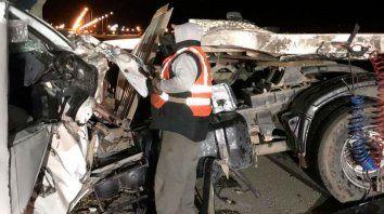 Impactante choque entre dos camiones en la autopista a Córdoba