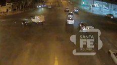 Impactante video del choque entre una moto y un utilitario