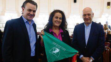 Reconocimiento. Galassi y Bonfatti, junto a la legisladora española.