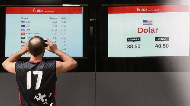 Para la foto. El precio del dólar sigue agitando el mercado.