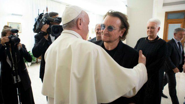 El Papa Francisco recibió a Bono y a Lousteau en el Vaticano