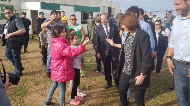 La ministra Bullrich  pasó por Rosario y recorrió el club Amistad afectado por una balacera