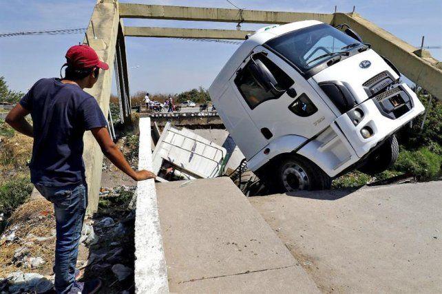 Se lo tragó el puente.