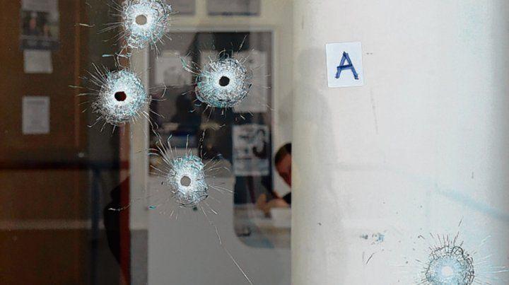 Cinco tiros. El atentado contra el edificio judicial fue la noche del lunes.