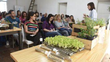 En actividad. El curso de ayer en el galpón Emprende de Agricultura Urbana.
