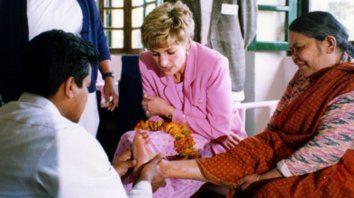 Respaldo. La princesa Diana encabezó varias misiones a leprosarios de distintos lugares del mundo