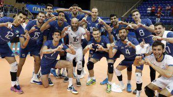 Los jugadores festejan el batacazo ante Polonia, el último campeón del mundo.
