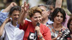 Dilma Rousseff participa de un mitin del PT con Haddad y su candidata a vicepresidenta Manuela DAvila.